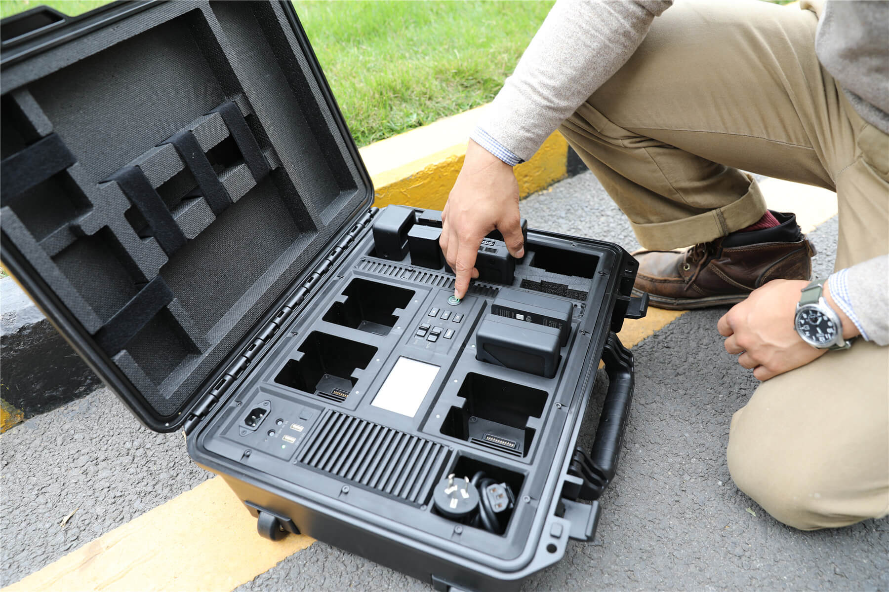 Ideal The DJI Battery Station: An Exclusive First Look XI59