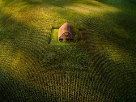 順光下で撮影した空撮写真をドラマチックに魅せる方法 – DJI Aerial Photo Academy (1)