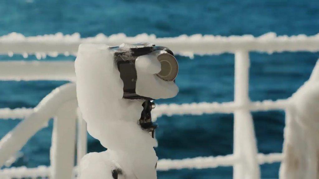 大疆灵眸运动相机Osmo Action在南极冻成冰坨