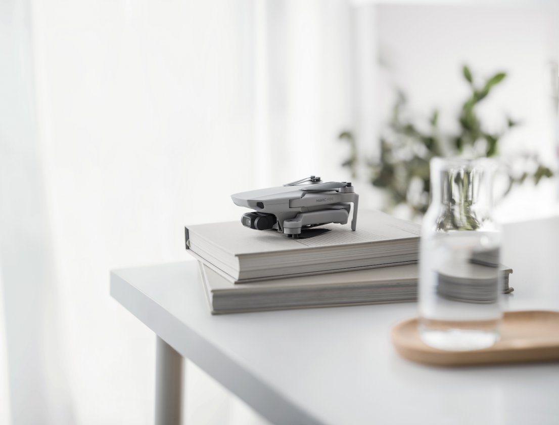 Mavic-Mini-on-books-insta-style-1106x840